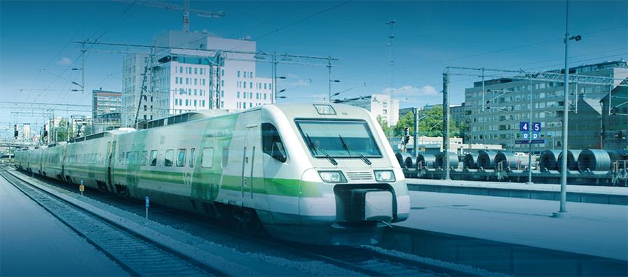 Juna pysähtyneenä Tampereen rautatieasemalla