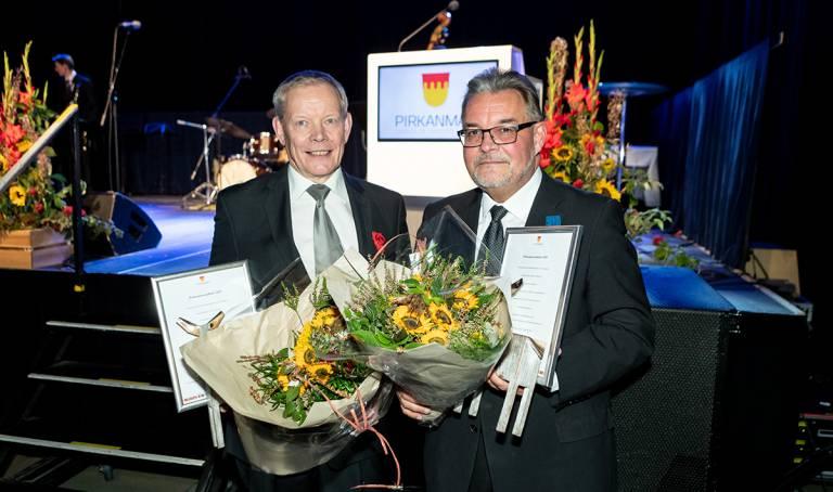 Verte Oy:n toimitusjohtaja Sakari Ermala ja Pirkanmaan Jätehuolto Oy:n toimitusjohtaja Harri Kallio saivat tänä vuonna maakuntahallituksen myöntämän Pirkanmaan palkinnon.