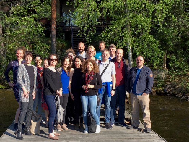 Maria-hankkeen osallistujia ryhmäkuvassa.